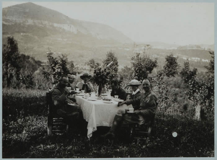 Medical Staff Taking Tea in the Mountains. Courtesy of Imperial War Museums.